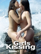 Girls Kissing (paperback)